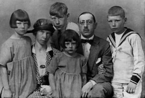 Igor, Catherine Stravinsky and their children – Passport photo – 1920